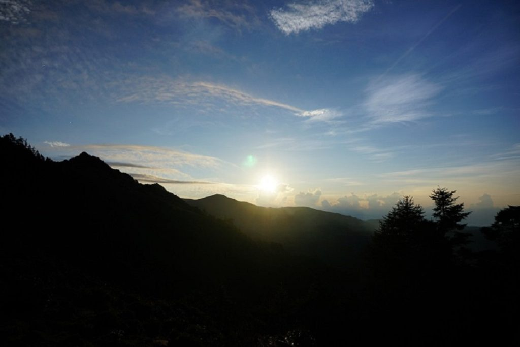 嘉明湖山屋-清晨