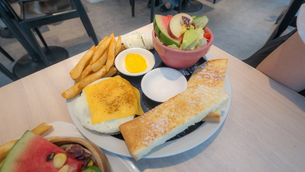 濰克早午餐活力起司牛肉漢堡排拼盤