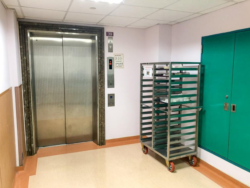 台中榮總 76 病房送餐電梯